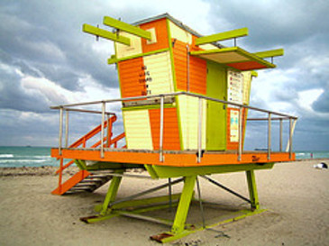 Lifeguard_station_by_tavopp_via_fli